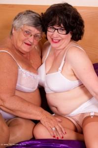 Libby & Auntie Trisha fun in the hotel