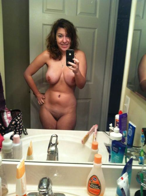 london-slut-shares-naked-selie
